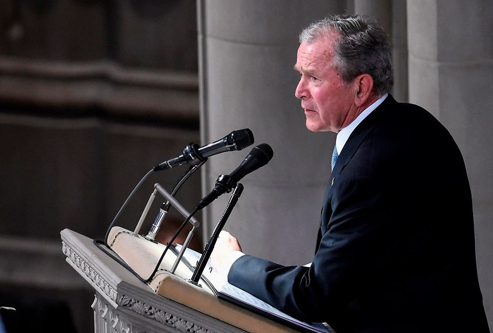 George W. Bush speaking during funeral (Photo: AFP)