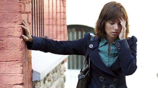 אישה עם סחרחורת (צילום: shutterstock)