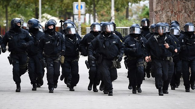 German police at the riot in Chemnitz (Photo: EPA)