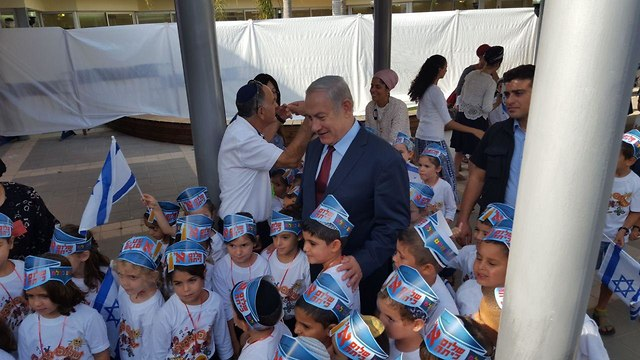 בנימין נתניהו ביקור ב בית הספר הממלכתי דתי ברויאר ביד בנימין (צילום: איתי שיקמן )