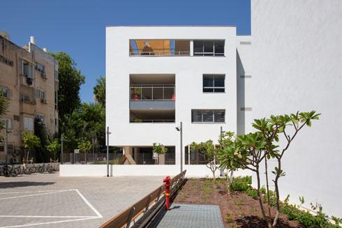 פרופורציות הבניין משתלבות בסביבה (צילום: דור נבו)
