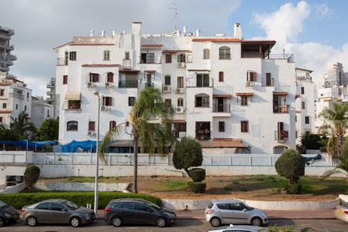 רמת הטיפוח משתנה בין הבניינים השונים (צילום: דור נבו)