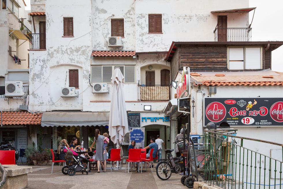 היום: הבניינים עדיין מטויחים בלבן, בחלקם. האם אפשר לחשוב שמדובר באמת בספרד?  (צילום: דור נבו)
