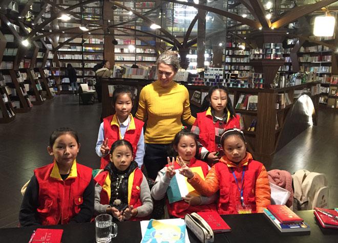 אורית ברגמן במפגש עם נערות בסין