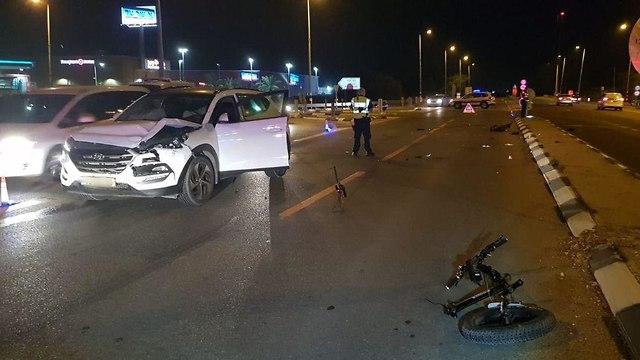 תאונת דרכים בצומת בת הדר (צילום: דוברות המשטרה)