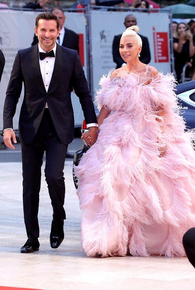 פה בשביל התמיכה. ליידי גאגא ובראדלי קופר (צילום: Gettyimages)