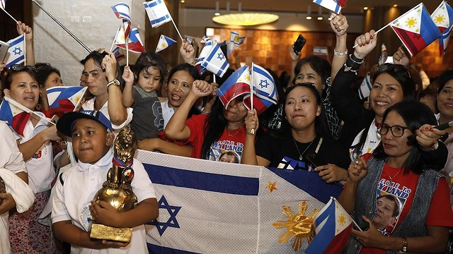 Filipino community in Israel welcomes President Duterte (Photo: AFP)