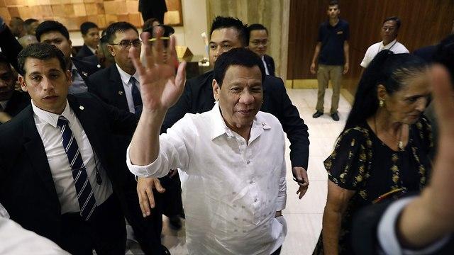 נשיא הפיליפינים רודריגו דוטרטה מגיע למלון רמדה ירושלים (צילום: AFP)