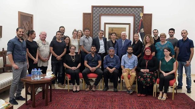 Meeting between Abbas and Israeli peace activists and politicians (Photo: President Abbas's office)