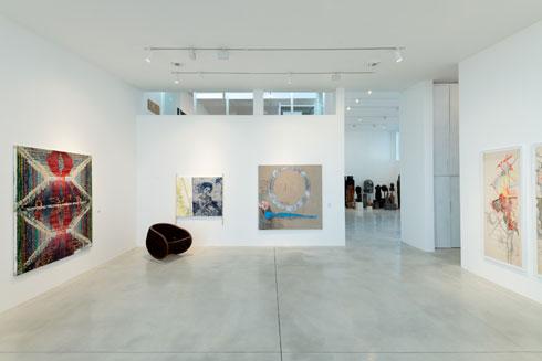 האולם המוקדש לאוספי גלריה גורדון, שמייצגת אמנים כמו מיכל נאמן ויאיר גרבוז (צילום: גדעון לוין)