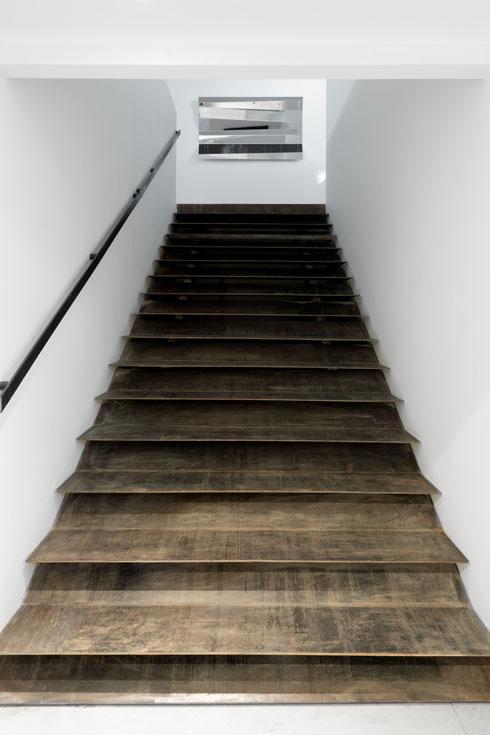 גרם המדרגות עבר בשלמותו מהגלריה הקודמת ברוטשילד (צילום: גדעון לוין)