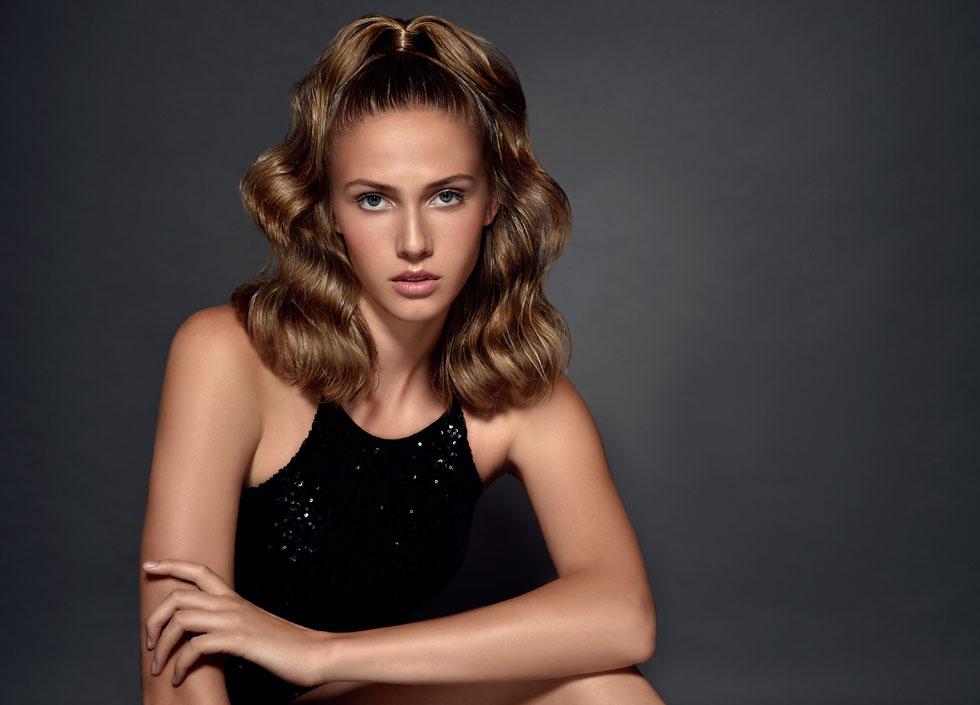 נערת ישראל לשנת 2018 מיכל מורדוב מדגימה את הטרנד של העונה (צילום: איתן טל)