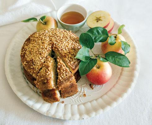 עוגת שקדים ותפוחים (צילום: יוסי סליס, סגנון: נטשה חיימוביץ')