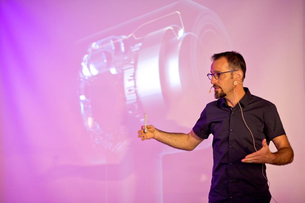 ישי הלמות עבד שבע שנים כמוביל פיתוח מוצרים בפיליפס, והיום הוא עומד בראש מערך הפיתוח של חטיבת השיער של דייסון. למעצבים ישראלים בתחילת דרכם הוא אומר: '' הכל אפשרי, העולם כל כך קטן, והפחד הוא רק בין האוזניים שלנו'' (צילום: Dyson)