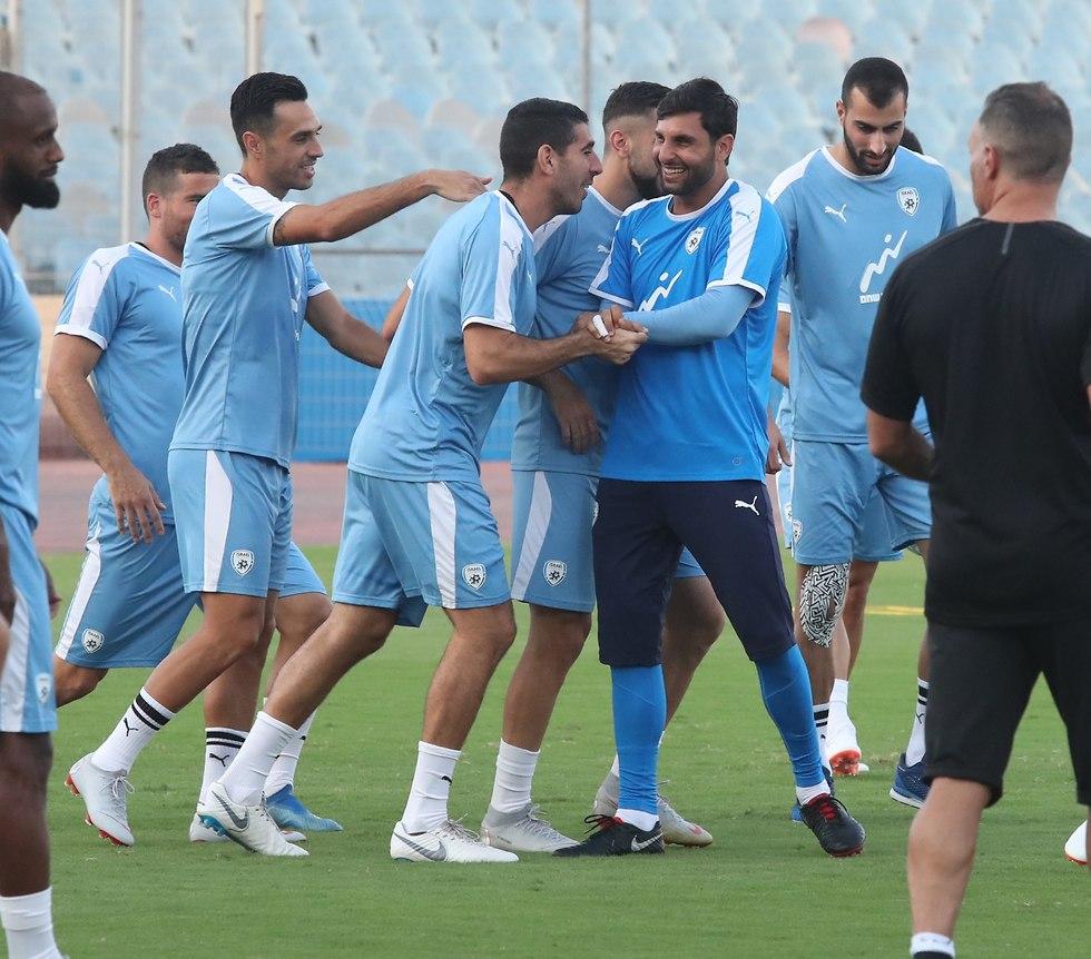 גיא חיימוב ואיתן טיבי באימון נבחרת ישראל (צילום אורן אהרוני)