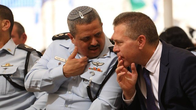 outgoing Police commissioner Roni Alsheikh (L) and Public Security minister Gilad Erdan  (Photo: Ohad Zwigenberg)