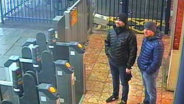 שני הנאשמים הרוסים בהרעלת סרגיי סקריפל תחנת רכבת ב סולסברי יום לפני ההרעלה בריטניה רוסיה (צילום: AP)