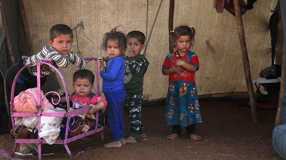 פליטים ילדים סורים ב מחוז אידליב ליד גבול טורקיה סוריה (צילום: AFP)