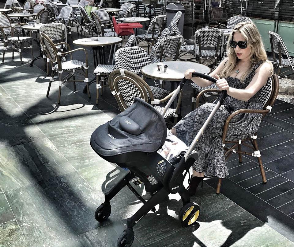 На прогулке с дочкой. Фото из семейного архива Михаль Портман