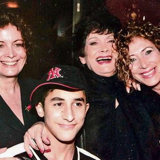 יפה ירקוני עם בנותיה רותי (מימין), אורית והנכד ישי סוויסה