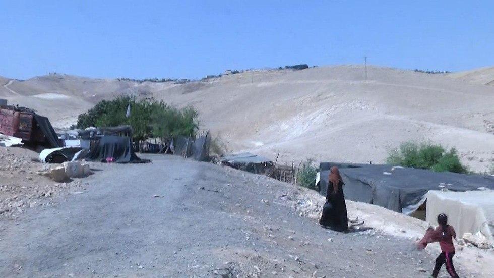 הכפר הבדואי חאן אל-אחמר יפונה וייהרס (צילום: גיל יוחנן)