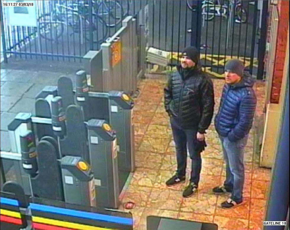 הסוכנים הרוסים כפי שנקלטו במצלמות (צילום: Getty)