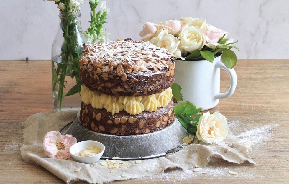 עוגת שכבות דבש-שקדים עם קרם חמאה-דבש (מתכון, צילום וסגנון: מילי אליהו)