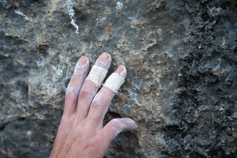 """""""צריך אצבעות חזקות ועבודת רגליים טובה"""" (צילום: דניאל רולידר)"""