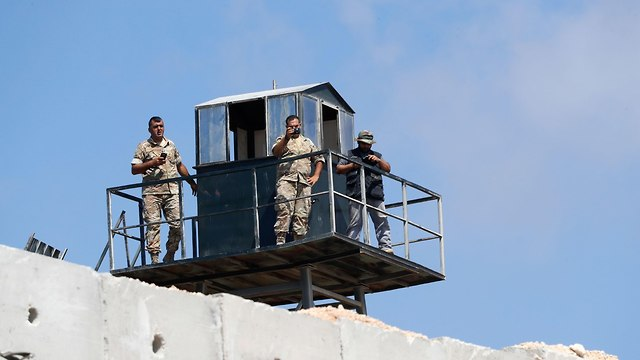 Lebanese soldiers observing the border (Photo: AFP)