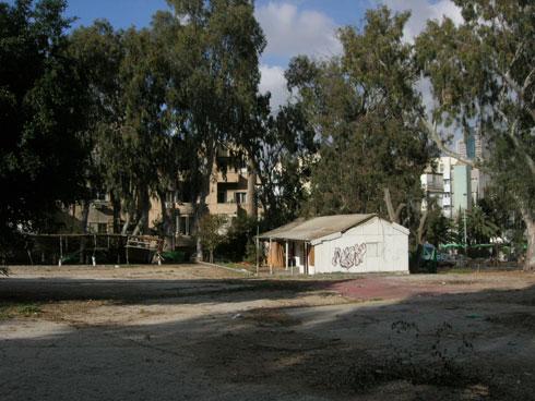 פארק קרית ספר לפני השיפוץ. כאן רצתה העירייה להקים מגדלים (צילום: רם איזנברג)