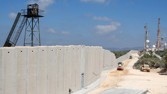 Wall construction along Israel's northern border (Photo: AFP)