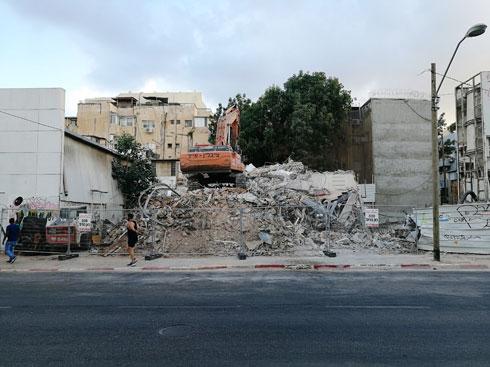 מראה אופייני בתקופה האחרונה: הריסת מבנה לקראת בנייה בסלמה 63-61 (צילום: ציפה קמפינסקי)