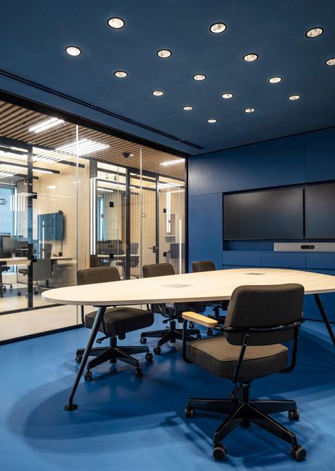 אחד מחדרי ה''נוקס''. יזמים מהפריפריה יקבלו עדיפות להשתמש במקום - ובחינם (צילום: עמית גרון)