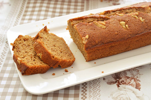 עוגת סילאן בחושה עם אגוזים וקינמון (צילום: אפרת סיאצ'י)