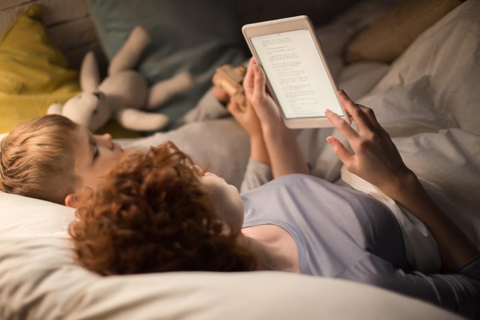 אולי עדיף לקרוא ספר? גם כי זה טוב לדיאטה (צילום: Shutterstock)