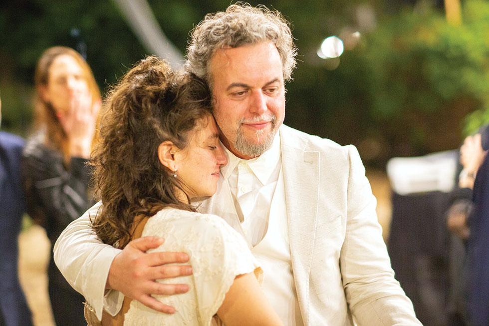 """דניאל סלומון ושקד אורבך בחתונתם. """"היא הייתה מספיק מוזרה כדי להסכים להיפגש איתי"""" (צילום: טל שחר)"""