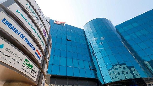 בניין משרדים ב תל אביב בו נמצאת שגרירות פרגוואי (צילום: AFP)