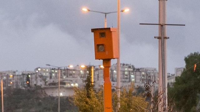ארכיון מצלמת מהירות צומת רמות ירושלים (צילום: אוהד צויגנברג)