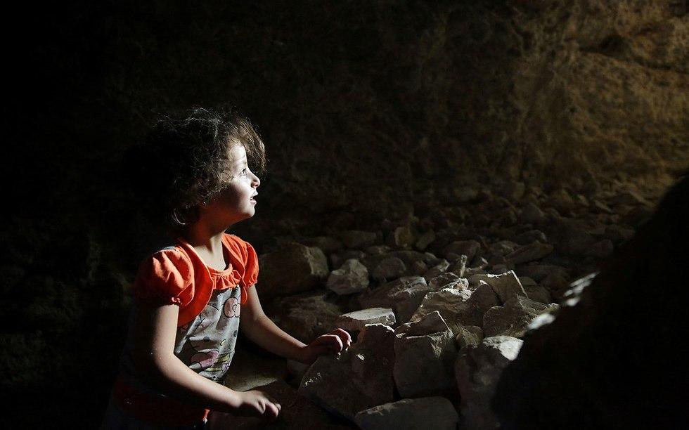 תושבים ב מחוז אידליב מתכוננים ל מתקפה של צבא סוריה (צילום: רויטרס)