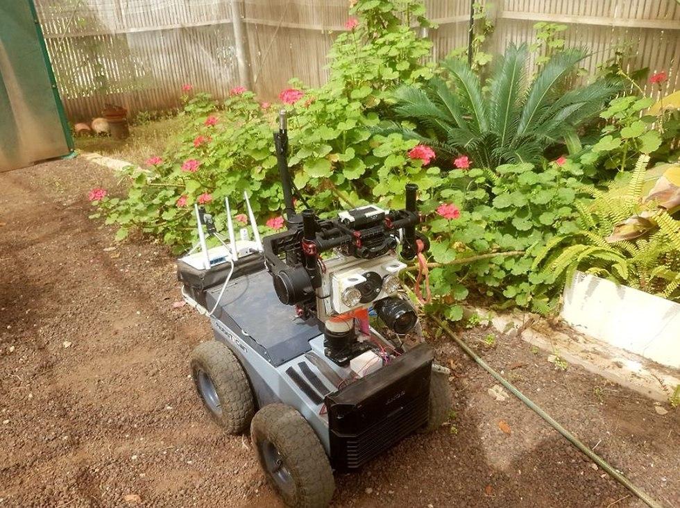 רובוטלף מנווט דרך סביבה בלתי מוכרת וממפה אותה (צילום: איתמר אליקים)