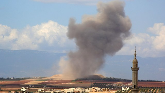 הפצצת חיל האוויר הרוסי באידליב שבסוריה (צילום: AFP)
