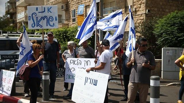 עצרת מחאה מול משכן בית הנשיא בירושלים (צילום: אוהד צויגנברג)