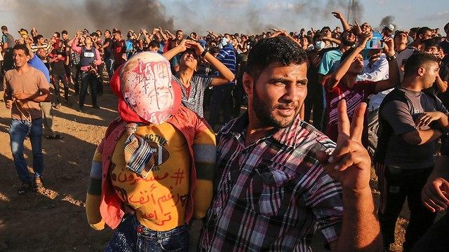 מהומות של פלסטינים בגבול רצועת עזה (צילום: AFP)