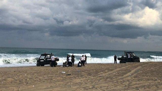צעירה טבעה למוות בחוף פלמחים (צילום: תיעוד מבצעי מד