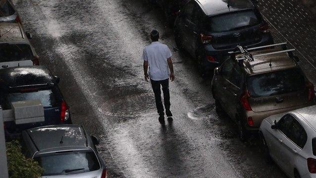 גשם בתל אביב (צילום: מוטי קמחי)