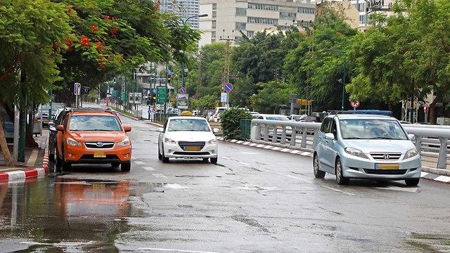 גשם בתל אביב (צילום: דנה קופל)