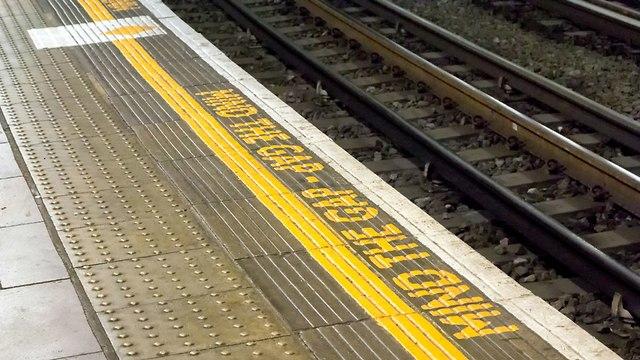 אילוס אילוסטרציה פסי רכבת תחתית מסילת מסילות רציף (צילום: shutterstock)