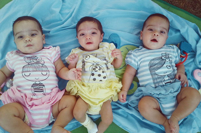 יחד מרגע הלידה. מימין לשמאל: רננה, שירה ואמונה