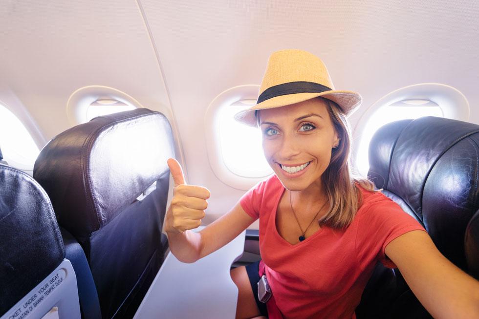 חרדת טיסות? לפני הטיסה מרחו על הרקות טיפה של שמן לבנדר בכל צד (צילום: Shutterstock)