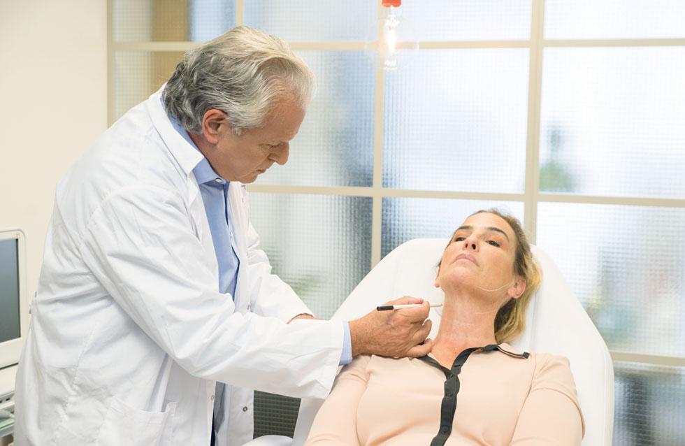 """במרכז הרפואי שפתח בבית הרופאים ברמת החיל, מטפל ד""""ר איל אישית במטופלים שלו ולא מפקיד אותם בידי קולגות (צילום: ד""""ר עמי אייל)"""
